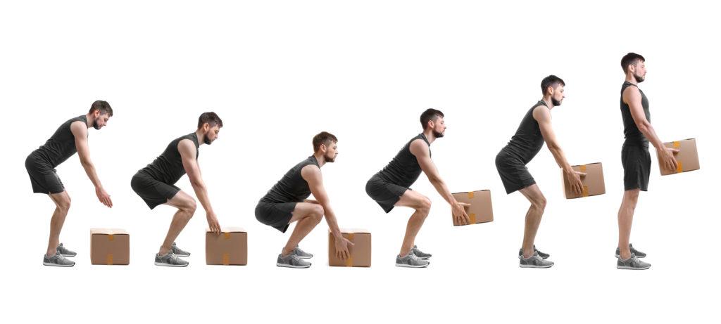 Un homme qui se renforce le dos et améliore sa posture